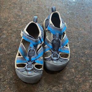 Boys Keen sandals EUC